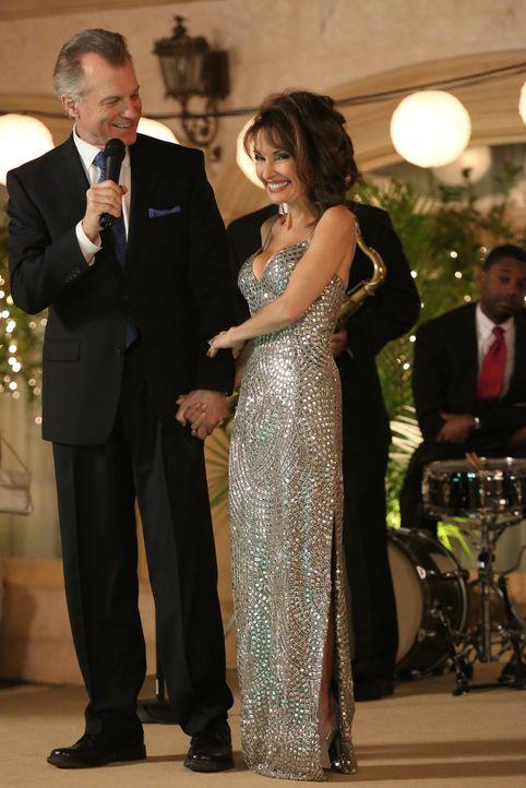 Die große Verlobungsparty von Genevieve (Susan Lucci, r.) und Phillipe (Stephen Collins, l.) steht bevor - doch noch ahnt niemand, dass sie mit eine... - Bildquelle: ABC Studios