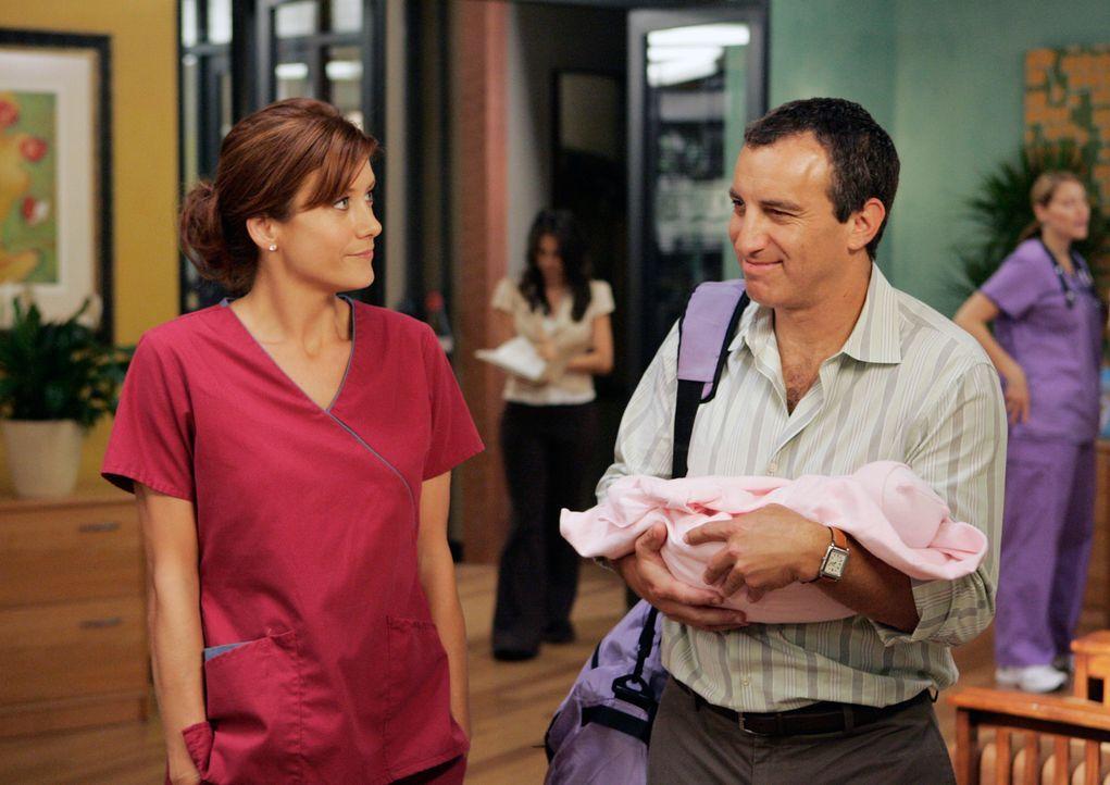 Addison (Kate Walsh, l.) hat gute Arbeit geleistet  - Bill Henderson (Bruce Nozick, r.) ist froh, dass seine Frau und das Baby wohl auf sind ... - Bildquelle: 2007 American Broadcasting Companies, Inc. All rights reserved.