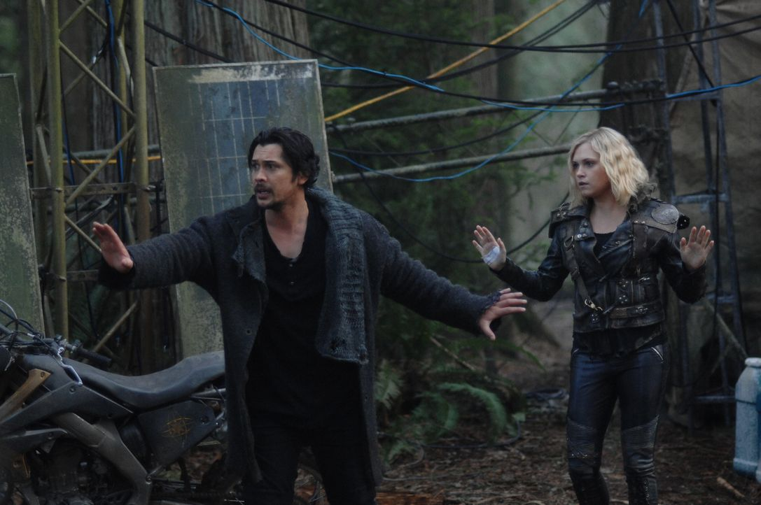 Bellamy Blake (Bob Morley, l.); Clarke Griffin (Eliza Taylor, r.) - Bildquelle: Sergei Bachlakov 2019 The CW Network, LLC. All rights reserved / Sergei Bachlakov