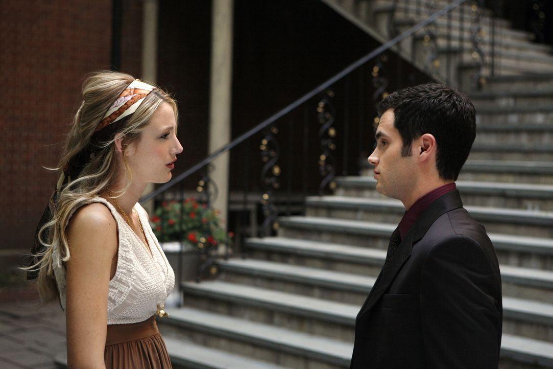 Das Verhältnis zwischen Serena (Blake Lively, l.) und Dan (Penn Badgley, r.) ist angespannt. Ein überraschender Auftritt bei einer Veranstaltung ver... - Bildquelle: Warner Brothers