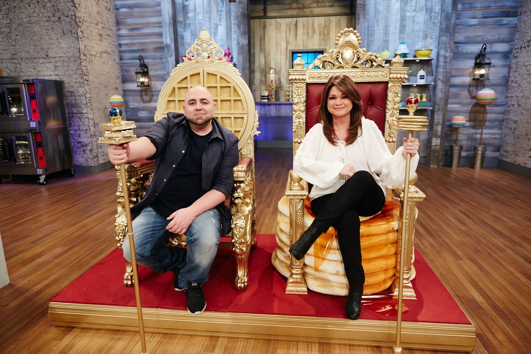 Duff Goldman (l.); Valerie Bertinelli (r.) - Bildquelle: Patrick Wymore 2016, Television Food Network, G.P. All Rights Reserved. / Patrick Wymore