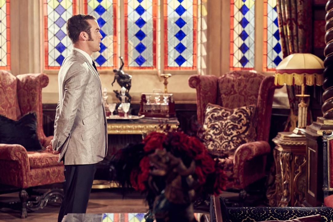 Während Liam Rache an Ted üben möchte, wartet König Cyrus (Jake Maskall) auf seine zukünftige Frau. Doch was führt diese wirklich im Schilde? - Bildquelle: 2015 E! Entertainment Media LLC/Lions Gate Television Inc.