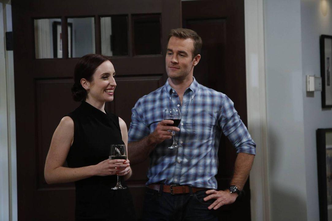 Kate (Zoe Lister-Jones, l.) und Will (James Van Der Beek, r.) liefern sich einen kleinen Machtkampf ... - Bildquelle: 2013 CBS Broadcasting, Inc. All Rights Reserved.