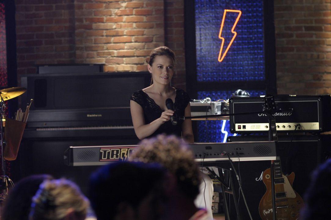 Haley (Bethany Joy Galeotti) hat große Angst vor ihrem Auftritt bei der Cluberöffnung ... - Bildquelle: Warner Bros. Pictures