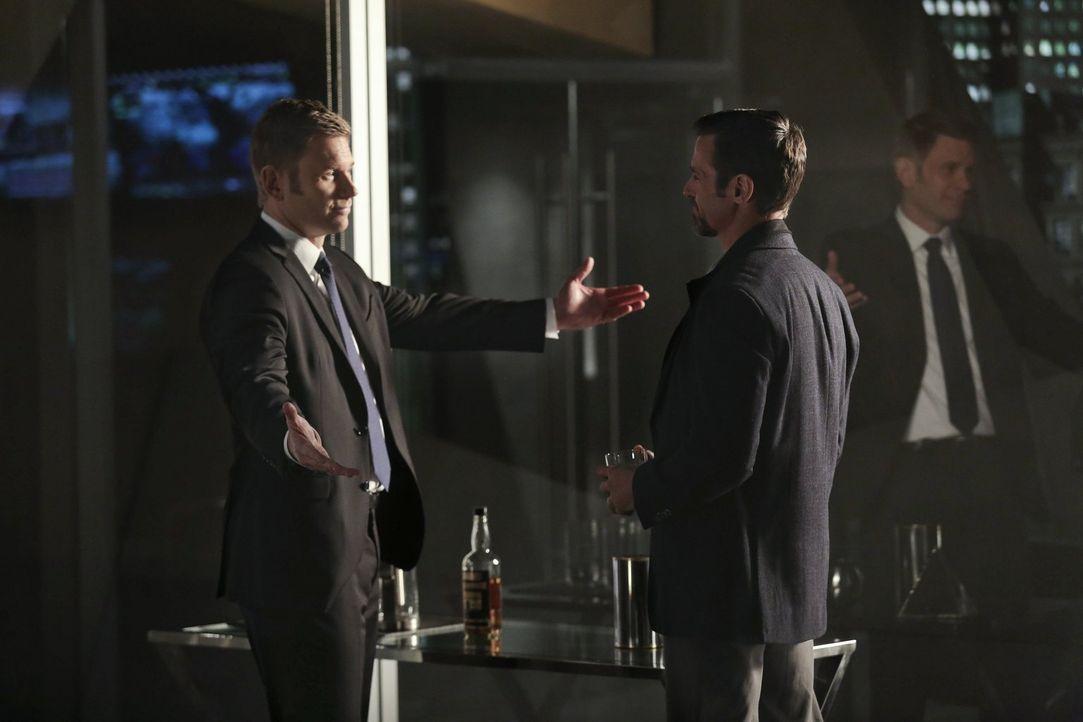 Was ist damals wirklich zwischen Jedikiah (Mark Pellegrino, l.) und seinem Bruder Roger (Jeffrey Pierce, r.) passiert? - Bildquelle: Warner Bros. Entertainment, Inc
