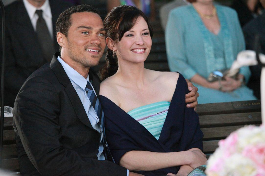 Nehmen an der Hochzeitsfeier von Callie und Arizona teil: Jackson (Jesse Williams, l.) und Lexie (Chyler Leigh, r.) ... - Bildquelle: ABC Studios