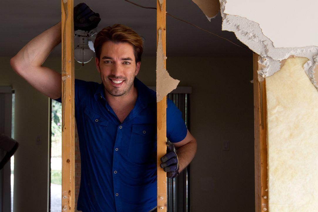 Mit großem Einsatz macht sich Jonathan daran, dass renovierungsbedürftige Haus seiner Kunden trotz des Budgetlimits in deren Traumhaus zu verwandeln... - Bildquelle: Jessica McGowan 2014, HGTV/Scripps Networks, LLC. All Rights Reserved