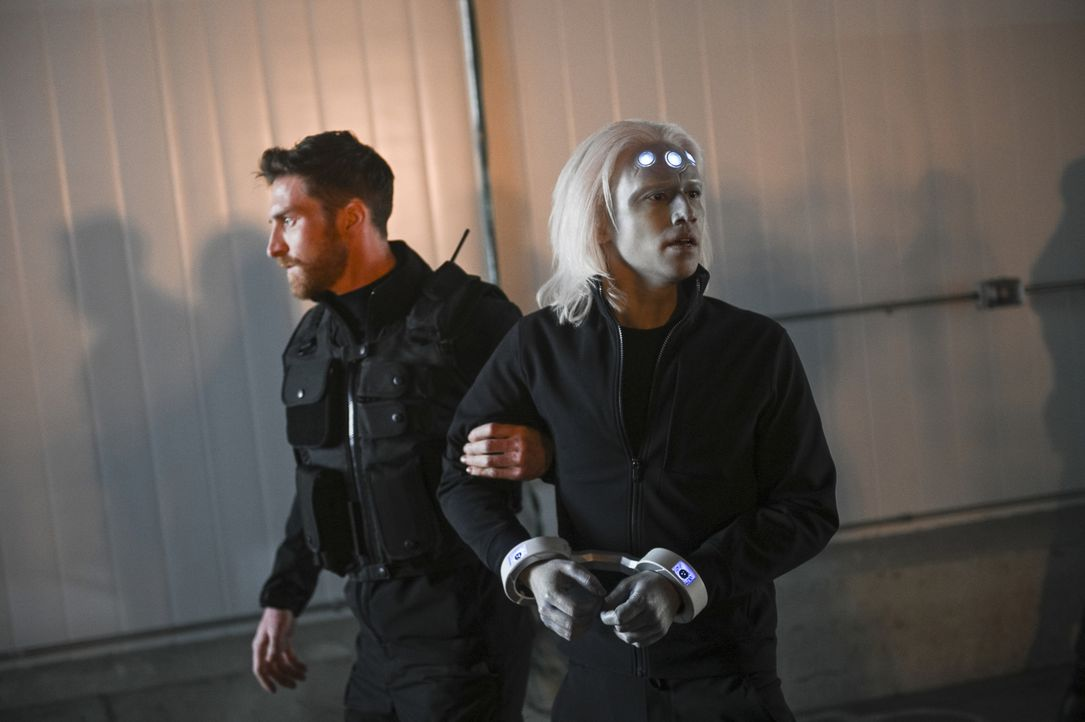 Querl alias Brainiac-5 (Jesse Rath, r.) - Bildquelle: Sergei Bachlakov 2018 The CW Network, LLC. All Rights Reserved.