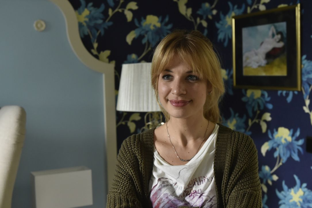 Als Mila (Susan Sideropoulos) die Ehe ihrer Eltern hinterfragt, erkennt sie, dass das Geheimnis einer erfüllten Beziehung in der Banalität des Allta... - Bildquelle: Claudius Pflug Sixx