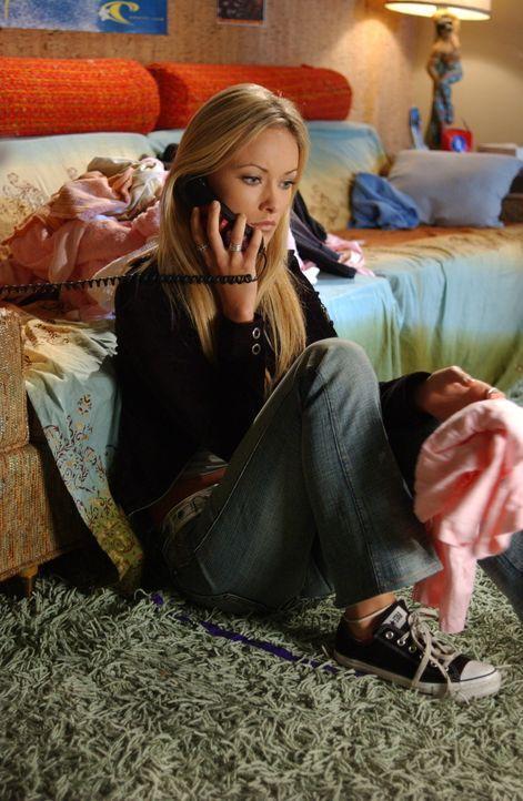Marissa schwindelt Alex (Olivia Wilde) am Telefon an, sie würde bei ihrer Mutter übernachten, doch als Alex bei Julie auftaucht, um sie zu suchen,... - Bildquelle: Warner Bros. Television
