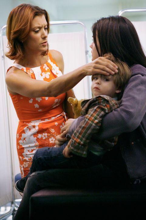 Der Sohn der Obdachlosen Danielle (Lucy Hale, r.) ist schwerkrank. Addison (Kate Walsh, l.) und Cooper nehmen den Kleinen sofort mit ins Krankenhaus... - Bildquelle: ABC Studios
