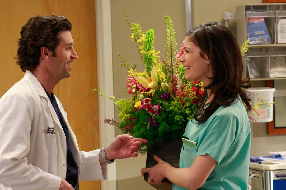 Während Alex, Izzie, Cristina und Meredith inmitten eines Wettstreits stecken, wer der beste Chirurg ist, flirtet Derek (Patrick Dempsey, l.) offen... - Bildquelle: Touchstone Television