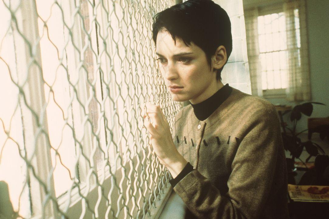 Susanna (Winona Ryder) möchte raus aus der Klapse ... - Bildquelle: Columbia Pictures