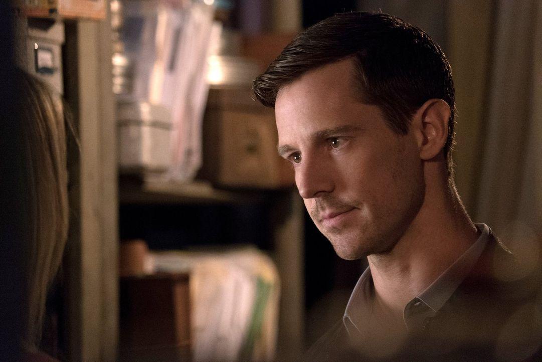 Will (Jason Dohring) stattet Cami einen Besuch ab und macht bei ihr eine Entdeckung, die alles verändern könnte ... - Bildquelle: Warner Bros. Entertainment Inc.