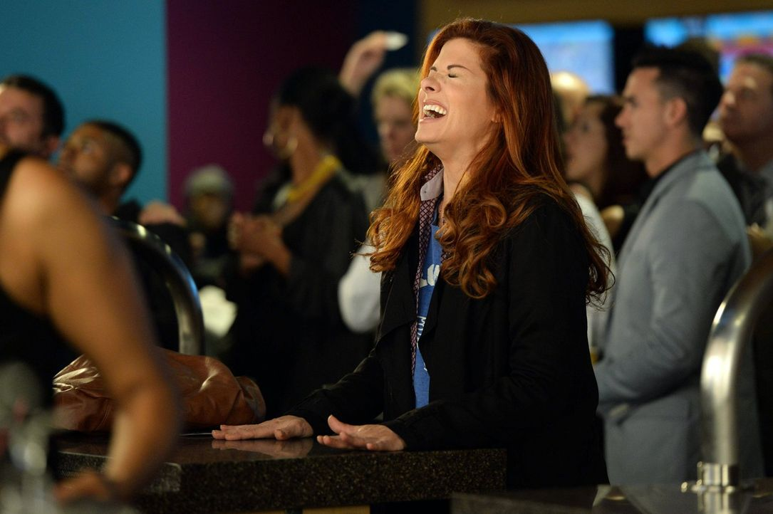 Die Ermittlungen im Fall des verschwunden Fruchtbarkeitsmediziners Dr. Karl Forster, führen Laura (Debra Messing) zu Pferdewetten an die Rennbahn ... - Bildquelle: Warner Bros. Entertainment, Inc.