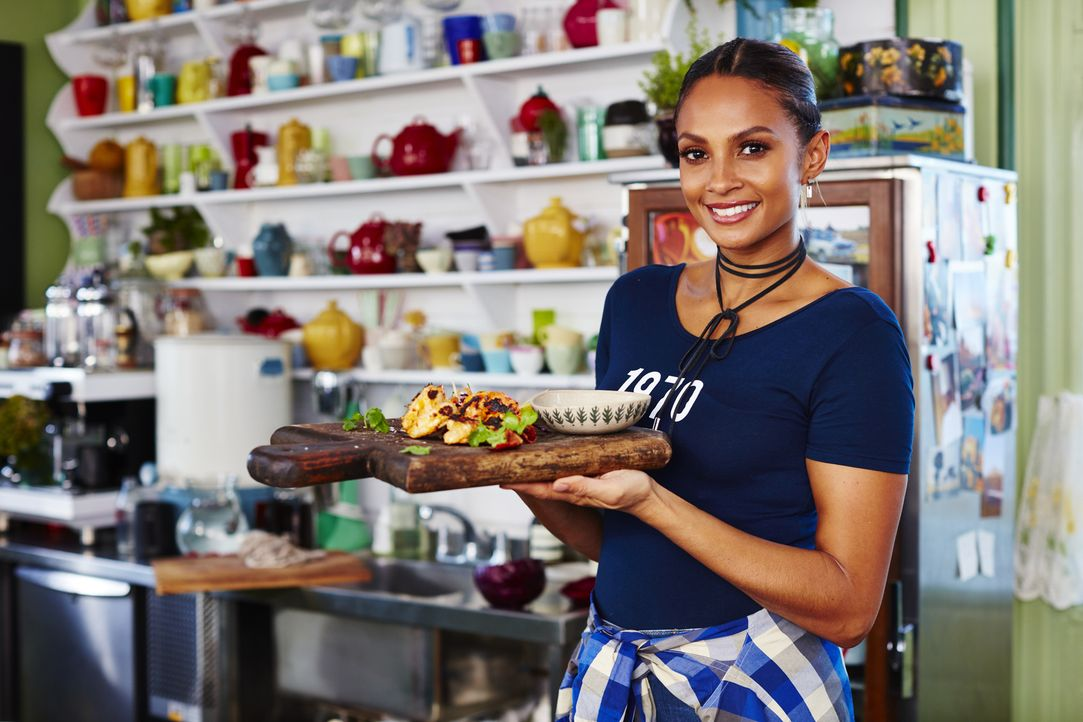 Alesha Dixon - Bildquelle: David Loftus 2016 Jamie Oliver Enterprises Limited/ David Loftus