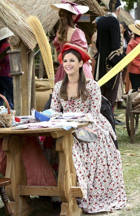 """Um den Pioneer Day zu retten setzen sich Zoe (Rachel Bilson) und Wade als """"Gründerpaar"""" mehr oder weniger geschickt in Szene ... - Bildquelle: Warner Bros."""