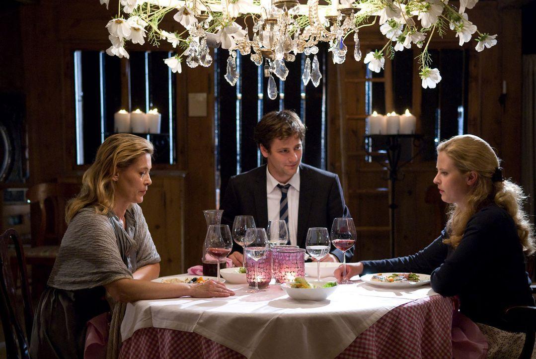 Das gemeinsame Abendessen verläuft nicht gerade harmonisch zwischen Mutter und Tochter. Dabei ist Christiane nichts wichtiger, als sich mit Greta z... - Bildquelle: Sat.1