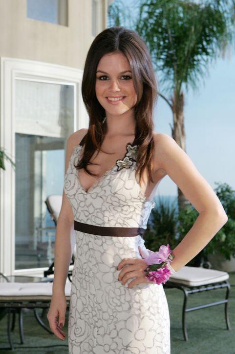 Summer (Rachel Bilson) lässt sich von Taylor überreden mit Big Korea, dem Cousin ihres Freundes auf den Abschlussball zu gehen ... - Bildquelle: Warner Bros. Television