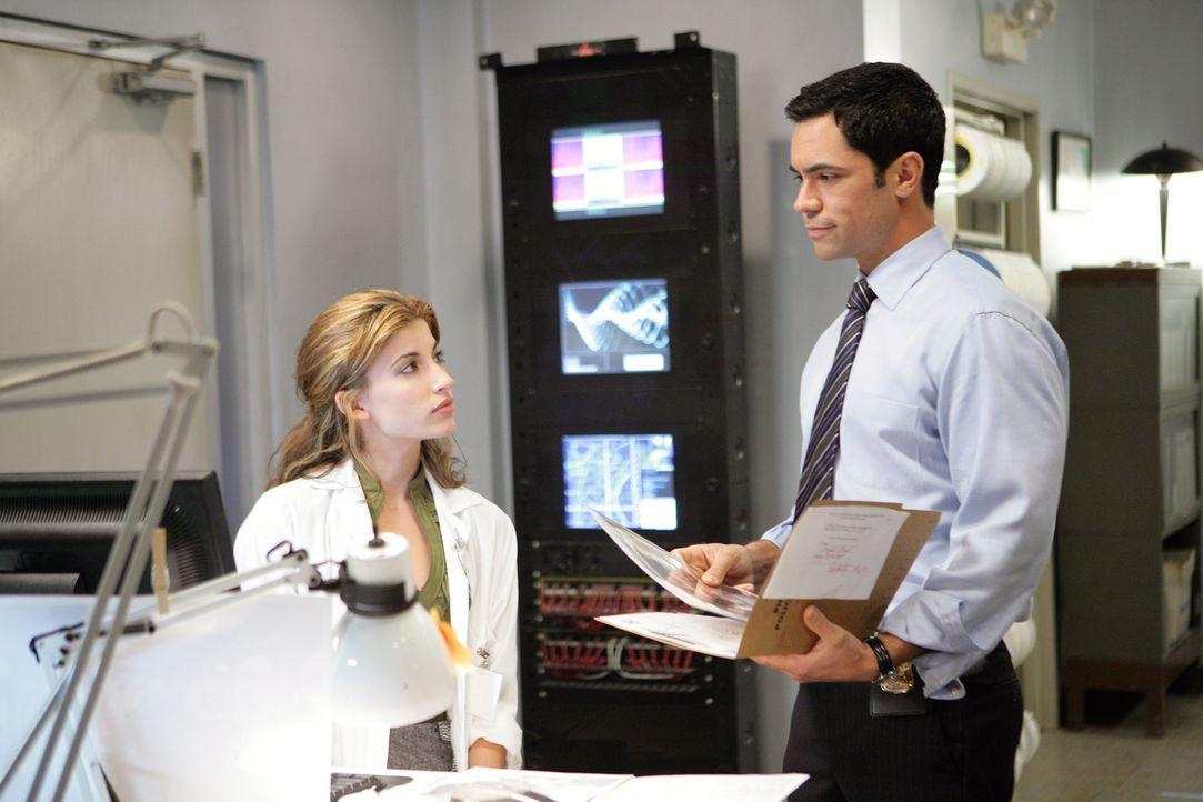 Der aktuelle Fall bereitet Frankie (Tania Raymonde, l.) und Scott (Danny Pino, r.) Kopfzerbrechen ... - Bildquelle: Warner Bros. Television
