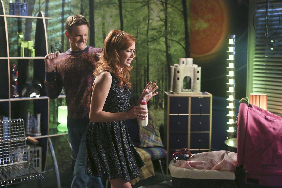 Wanda (Mallory Moye, r.) und Tom (Ross Philips, l.) wollen endlich eine Familie gründen, doch plötzlich treten unerwartete Probleme auf ... - Bildquelle: Warner Brothers