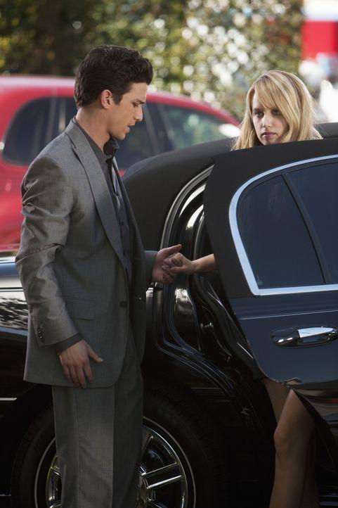 Ricky (Daren Kagasoff, l.) hat es geschafft, dass Grace (Megan Park, r.) doch noch zur Beerdigung ihres Vaters geht. Wird sie ihre Schuldgefühle je... - Bildquelle: 2009 DISNEY ENTERPRISES, INC. All rights reserved. NO ARCHIVING. NO RESALE.