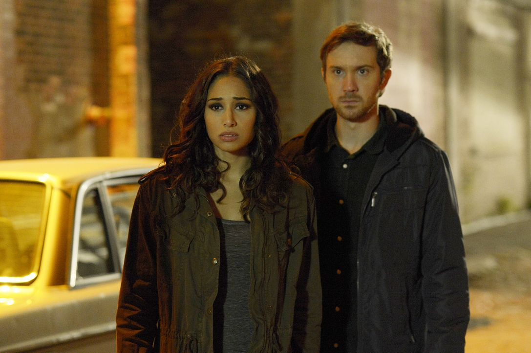 Jede Entscheidung, die Sally (Meaghan Rath, l.) trifft, beeinflusst auch das Leben von Josh (Sam Huntington, r.) und all ihren Freunden ... - Bildquelle: Philippe Bosse 2014 B.H. 4 Productions (Muse) Inc. ALL RIGHTS RESERVED.