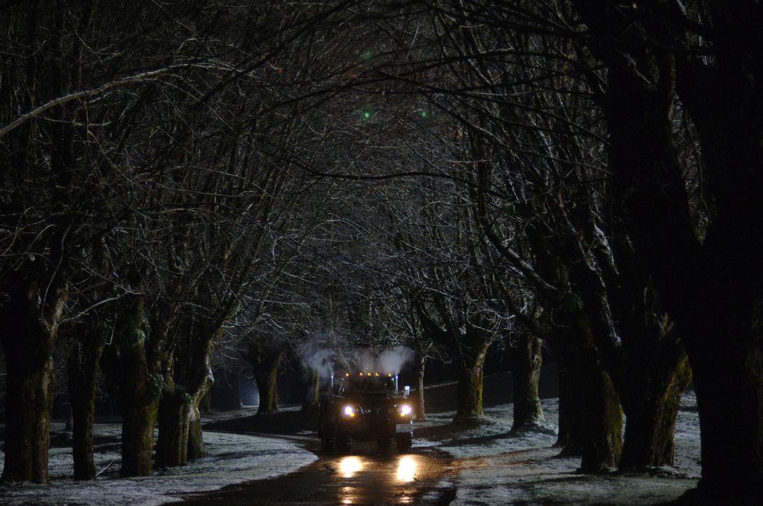 Auf der Route 666 tötet ein mysteriöser Truck unschuldige Autofahrer ... - Bildquelle: Warner Bros. Television