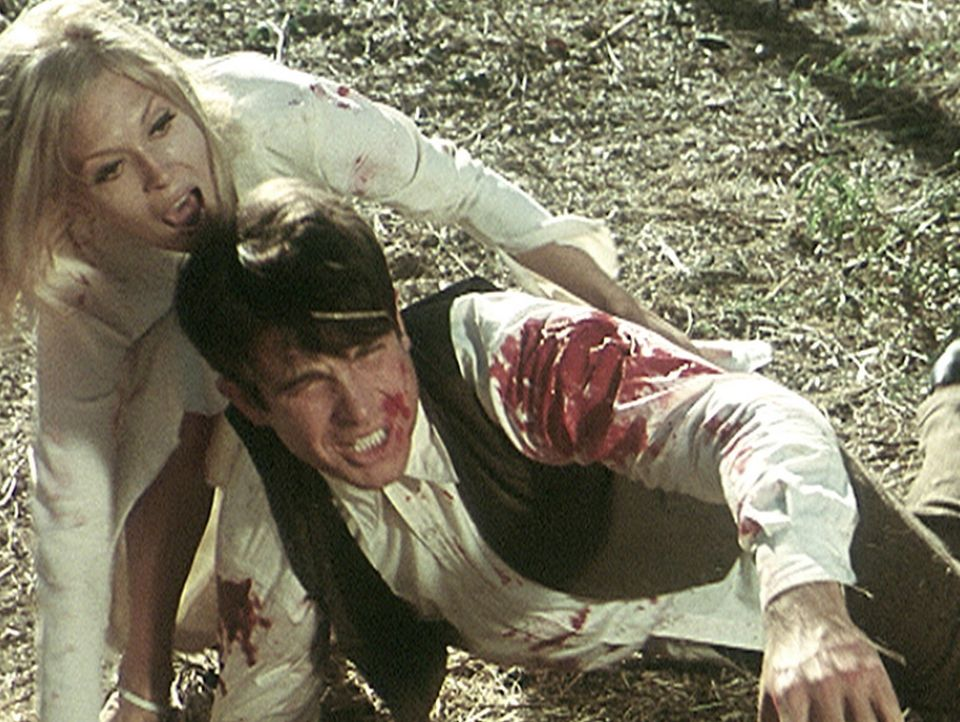 Bei einer wilden Schießerei werden Bonnie (Faye Dunaway, l.) und ihr Partner Clyde (Warren Beatty, r.) verletzt. Sie können aber im letzten Moment... - Bildquelle: Warner Bros.