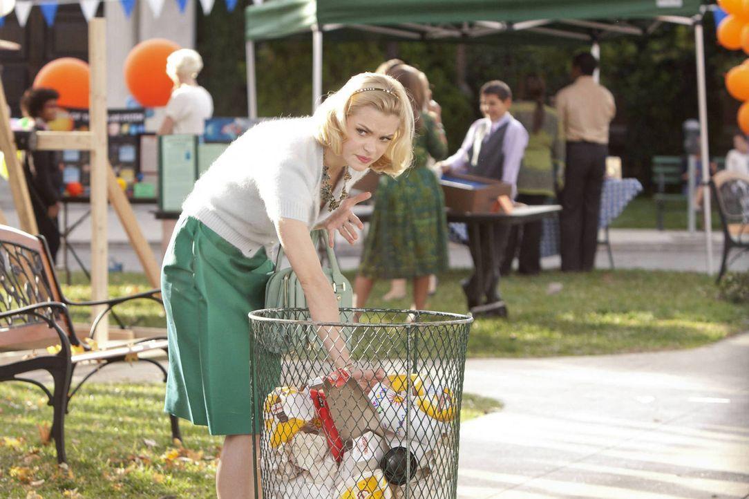 Um Lemon (Jaime King) von ihrem stressigen Alltag abzulenken, schlägt Wade ihr vor, für einen Abend eine andere Person zu spielen und verfolgt damit... - Bildquelle: Warner Bros.