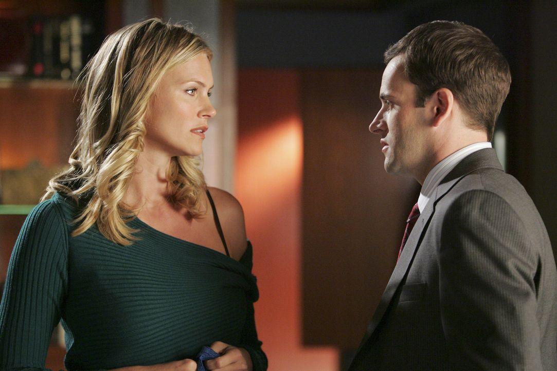 Nicht nur Taylor (Natasha Henstridge, l.) kommt mit der Trennung nicht zurecht. Auch Eli (Jonny Lee Miller, r.) hat schwer zu kämpfen ... - Bildquelle: Disney - ABC International Television