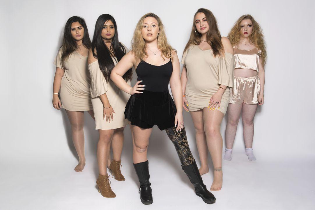 (1. Staffel) - (v.l.n.r.) Elesha; Kiran; Devon; Taylor; Millie - Bildquelle: Naked Television Ltd.