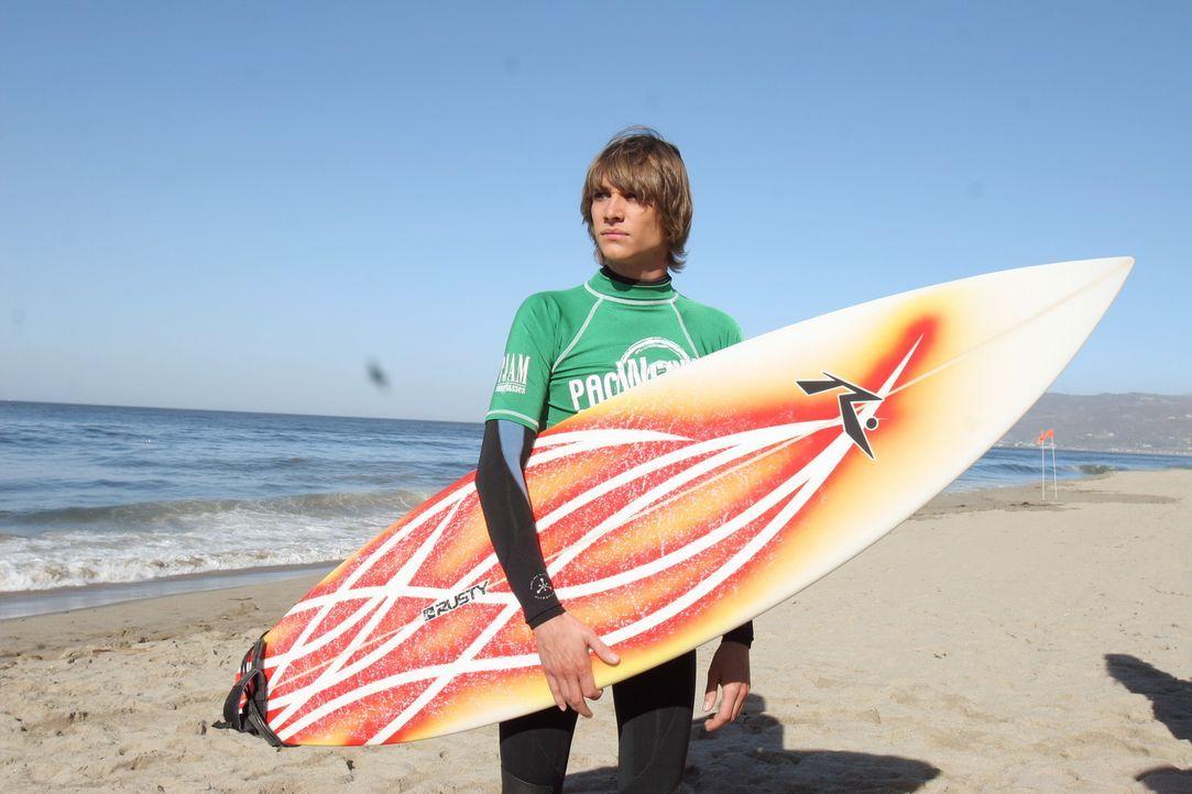 Nimmt an einem Surfwettbewerb teil: Johnny (Ryan Donowho) ... - Bildquelle: Warner Bros. Television