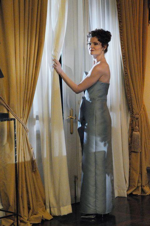 Als eines Abends auf der Party der Superreichen Evelyn (Rebecca Wisocky) und Adrian Powell deren Haushälterin Flora ermordet wird, beginnt die Suche... - Bildquelle: ABC Studios
