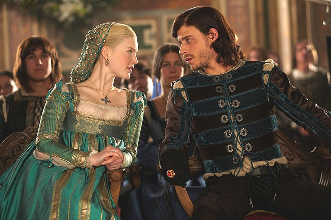 Gestehen sich ein, dass ihr Liebesleben starke Blessuren erlitten hat: Cesare (Francois Arnaud, r.) und Lucrezia (Holliday Grainger, l.) ... - Bildquelle: LB Television Productions Limited/Borgias Productions Inc./Borg Films kft/ An Ireland/Canada/Hungary Co-Production. All Rights Reserved.