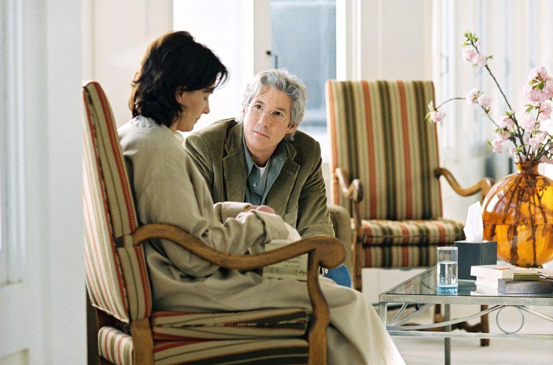 Die Naumanns (Juliette Binoche, l. und Richard Gere, r.) könnten eine Musterfamilie sein, doch hinter der heilen Fassade gärt es gewaltig ... - Bildquelle: Copyright   2005 Twentieth Century Fox