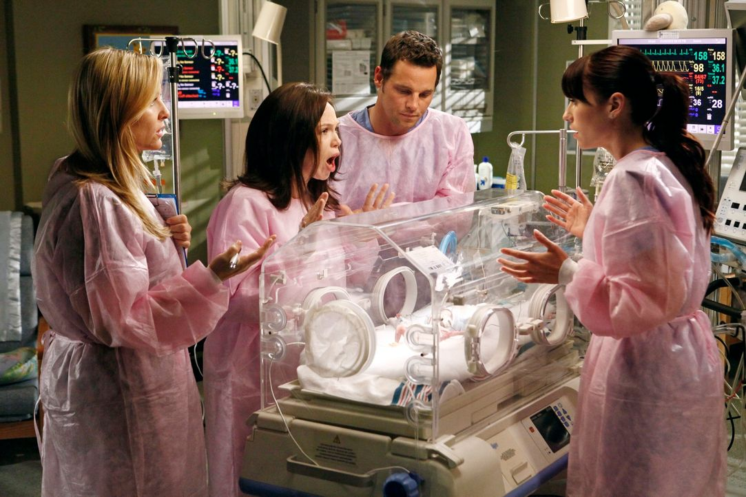 Während Cristina am Owens Treue zweifelt, kümmern sich Alex (Justin Chambers, 2.v.r.), Lexie (Chyler Leigh, r.) und Arizona (Jessica Capshaw, l.) um... - Bildquelle: ABC Studios