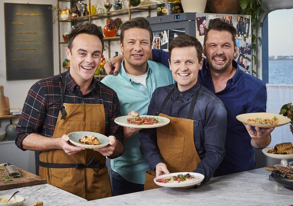 (v.l.n.r.) Anthony McPartlin; Jamie Oliver; Declan Donnelly; Jimmy Doherty - Bildquelle: Steve Ryan 2019 Jamie Oliver Enterprises Ltd. / Steve Ryan