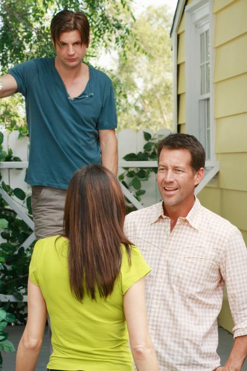 Susan bittet Mike (James Denton, r.), M.J. beizubringen, wie er sich wehren kann. Doch der will seinem Sohn nicht beibringen, ein Mädchen zu schlage... - Bildquelle: ABC Studios