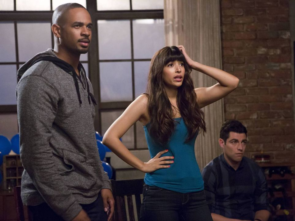 Ahnen noch nicht, dass sich Jess und Nick getrennt haben: Coach (Damon Wayans, Jr., l.), Cece (Hannah Simone, M.) und Schmidt (Max Greenfield, r.) ... - Bildquelle: 2014 Twentieth Century Fox Film Corporation. All rights reserved.