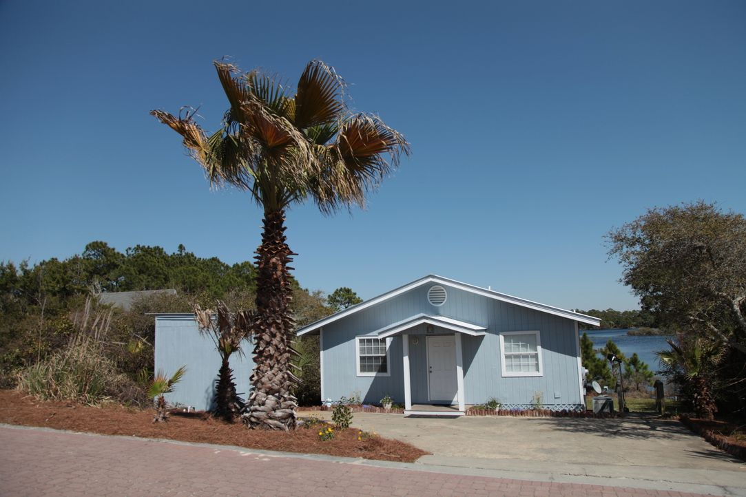 Seit fast 20 Jahren machen Dino und Chrissy Urlaub in Florida. Jetzt wollen sie sich endlich eine eigene Immobilie mit Meerblick und Sand vor der Ha... - Bildquelle: 2014, HGTV/Scripps Networks, LLC. All Rights Reserved.