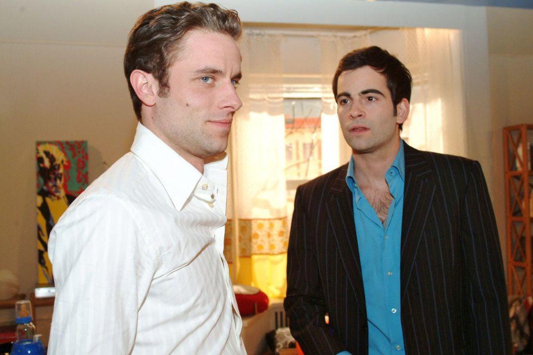 David (Mathis Künzler, r.) gesteht Max (Alexander Sternberg, l.), seine Gefühle, die er für Lisa hat. - Bildquelle: Monika Schürle SAT.1 / Monika Schürle