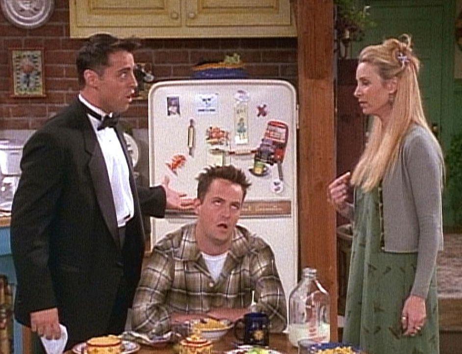 Joey (Matt LeBlanc, l.) und Phoebe (Lisa Kudrow, r.) streiten sich darüber, ob es wirklich uneigennützige Handlungen gibt. - Bildquelle: TM+  2000 WARNER BROS.