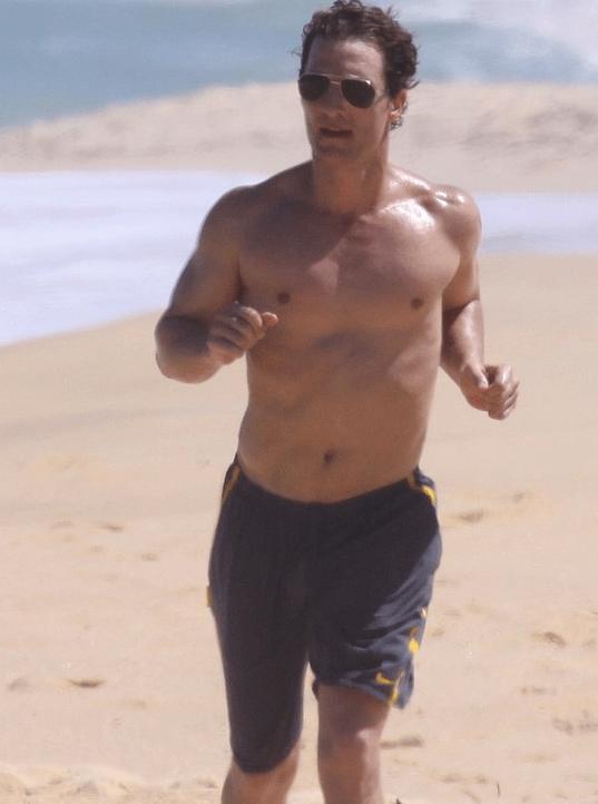 Platz 16 der heißesten Männer oben ohne: Matthew McConaughey - Bildquelle: JustJared