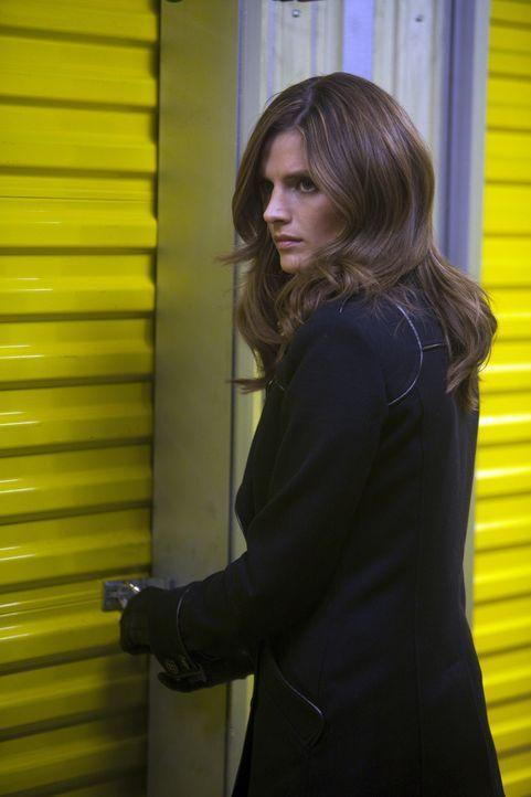 Noch ahnt Kate Beckett (Stana Katic) nicht, was sie in dem Lagerraum erwartet ... - Bildquelle: 2011 American Broadcasting Companies, Inc. All rights reserved.