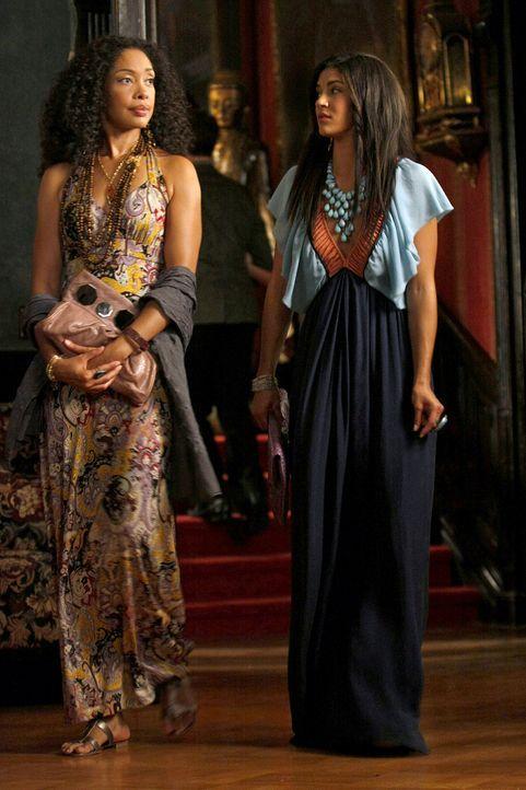Vanessa (Jessica Szohr, r.) hat ihre Mutter Gabriella (Gina Torres, l.) eingeladen, um ihr zu zeigen, wie glücklich sie auf der NYU ist. - Bildquelle: Warner Brothers