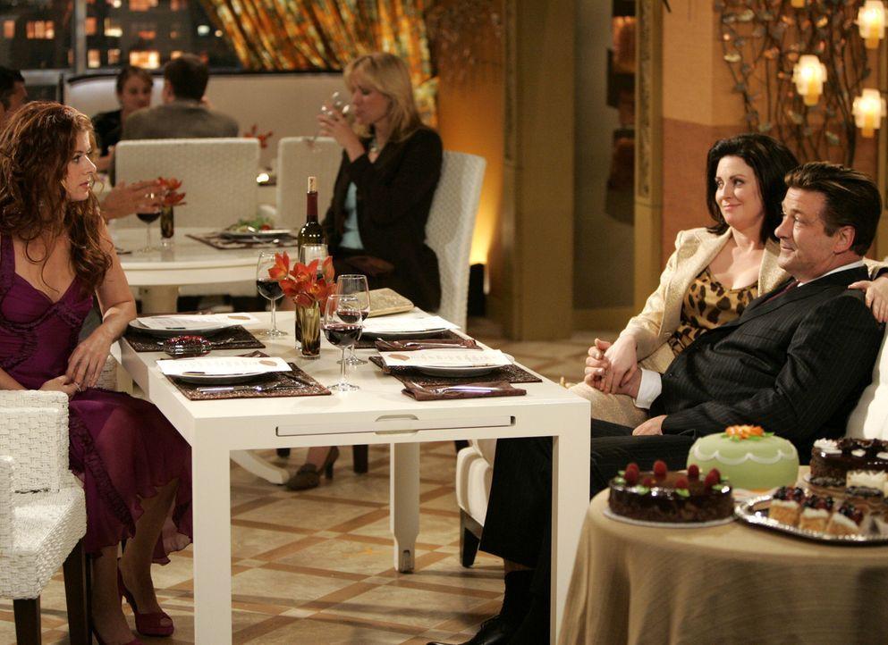 Grace (Debra Messing, l.) wartet gespannt auf ihr Blind Date, das Karen (Megan Mullally, 2.v.l.) und Malcolm (Alec Baldwin, r.) arangiert haben ... - Bildquelle: NBC Productions