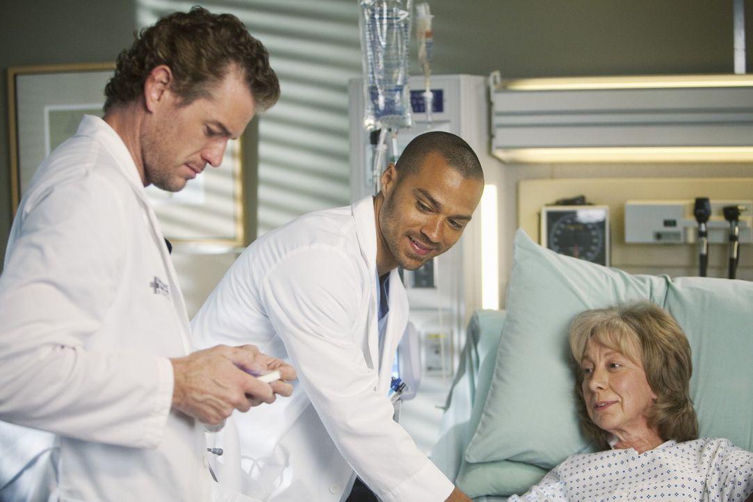 Während Alex erkenn, dass er sich im Umgang mit anderen Menschen verbessern muss, kümmern sich Mark (Eric Dane, l.) und Jackson (Jesse Williams, M.)... - Bildquelle: ABC Studios
