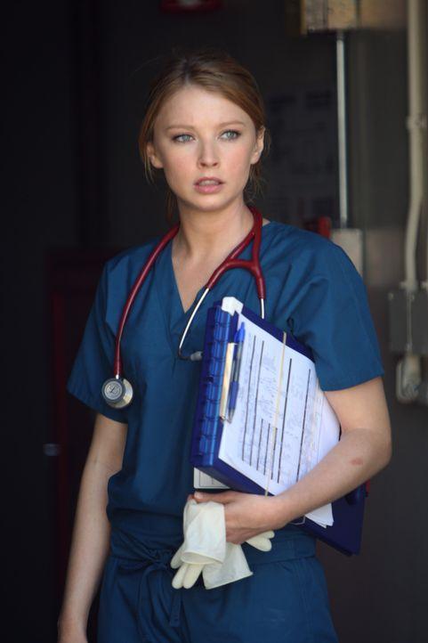 Kommt frisch von der Uni und muss noch prüfen, ob die Trauma-Chirugie etwas für sie ist: Dr. Serena Warren (Elisabeth Harnois) ... - Bildquelle: Warner Brothers