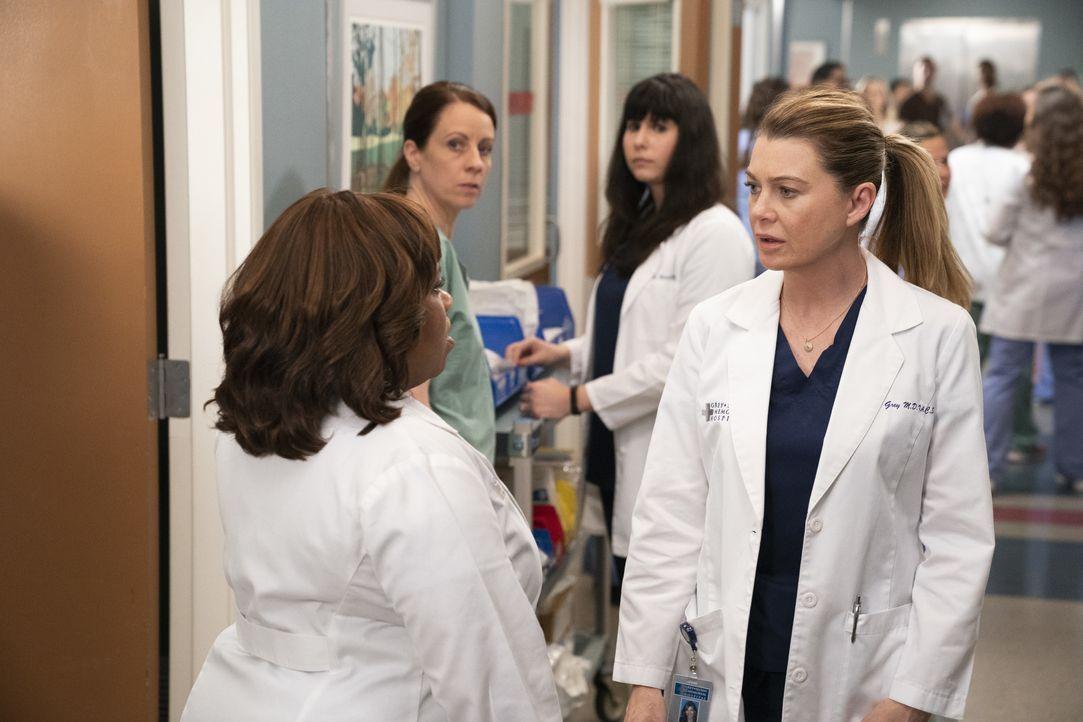 Dr. Miranda Bailey (Chandra Wilson, l.); Dr. Meredith Grey (Ellen Pompeo, r.) - Bildquelle: Mitch Haaseth ABC Studios / Mitch Haaseth
